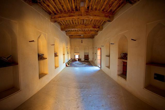 oman-castle-bernardo-ricci-armani-negotiation-culture-meaning-tea-room-drawing-room-insead-knowledge