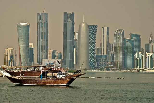 smart-cities-future-model-bouvier-insead-bernardo-ricci-armani-foto-doha-qatar-skyline-from-the-corniche